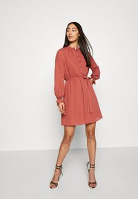 Vero Moda - VMIBINA SHORT DRESS - Skjortekjole - marsala/black - 1