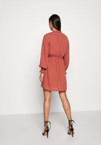 Vero Moda - VMIBINA SHORT DRESS - Skjortekjole - marsala/black - 2