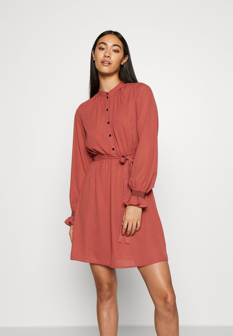 Vero Moda - VMIBINA SHORT DRESS - Skjortekjole - marsala/black