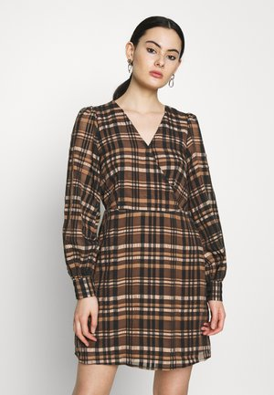 VMDANIELLE VNECK DRESS - Denní šaty - brown