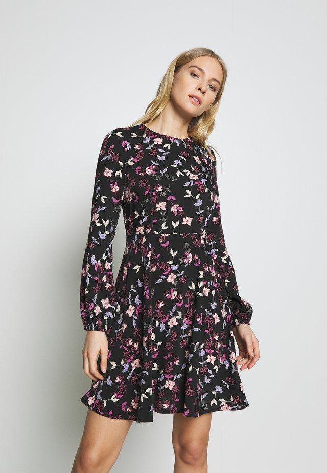 VMBILLIE SHORT DRESS - Denní šaty - black/billie