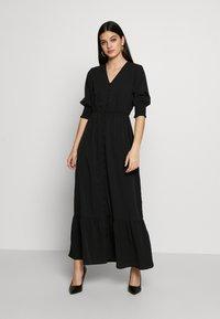Vero Moda - VMMULLI 3/4 ANKLE DRESS WVN - Maxi-jurk - black - 0