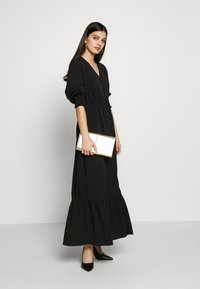 Vero Moda - VMMULLI 3/4 ANKLE DRESS WVN - Maxi-jurk - black - 2