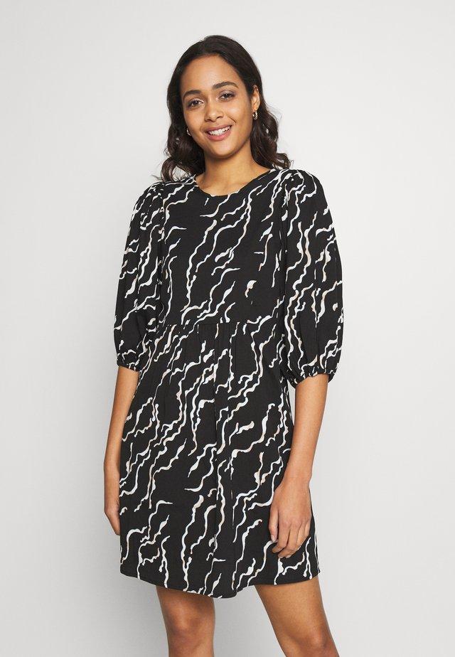 VMRICA PUFF DRESS - Denní šaty - black/rica
