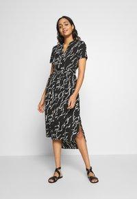Vero Moda - VMRICA DRESS - Skjortklänning - black/rica - 0