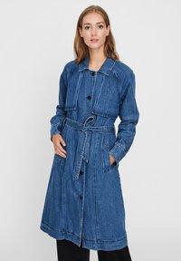 Vero Moda - Trenchcoat - medium blue denim - 0