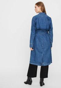 Vero Moda - Trenchcoat - medium blue denim - 2