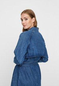 Vero Moda - Trenchcoat - medium blue denim - 4