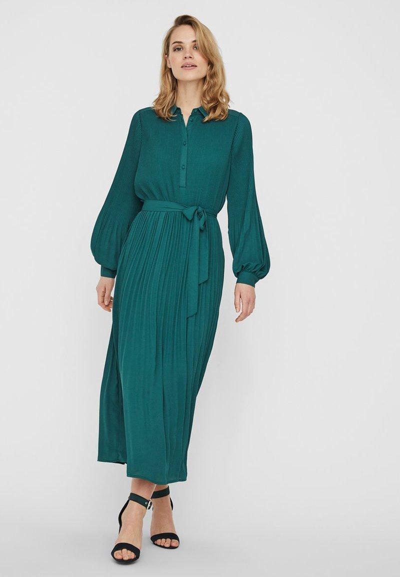 Vero Moda - Vestito lungo - atlantic deep