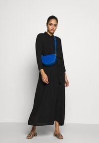 Vero Moda - VMATHEN  - Skjortekjole - black - 2