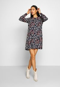 Vero Moda - VMJAMILLA SHORT DRESS  - Vapaa-ajan mekko - night sky - 2