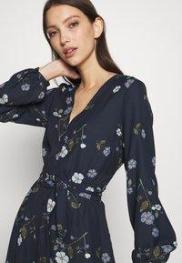 Vero Moda - VMFALLIE TIE DRESS - Kjole - navy blazer - 4