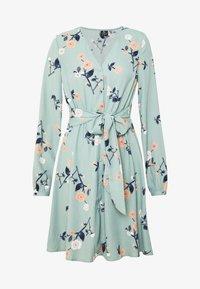 Vero Moda - VMFALLIE TIE DRESS - Vapaa-ajan mekko - green milieu - 4