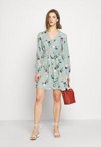 Vero Moda - VMFALLIE TIE DRESS - Kjole - green milieu - 1