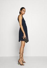 Vero Moda - VMYASMIN SHORT DRESS - Sukienka koktajlowa - navy blazer - 0