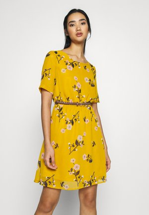 VMFALLIE BELT DRESS - Kjole - chai tea