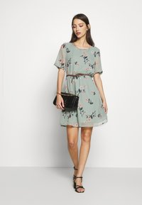 Vero Moda - VMFALLIE BELT DRESS - Vestido informal - green milieu - 1