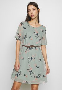 Vero Moda - VMFALLIE BELT DRESS - Vestido informal - green milieu - 0