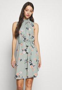 Vero Moda - VMFALLIE DRESS - Denní šaty - green milieu/fallie - 0