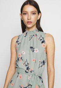 Vero Moda - VMFALLIE DRESS - Denní šaty - green milieu/fallie - 4