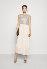 Vero Moda - VMMADDIE ANKLE SEQUINS DRESS - Suknia balowa - birch - 1