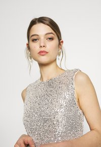 Vero Moda - VMMADDIE ANKLE SEQUINS DRESS - Suknia balowa - birch - 3