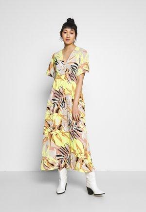 VMKLEO DRESS - Maxi-jurk - overcast/kleo