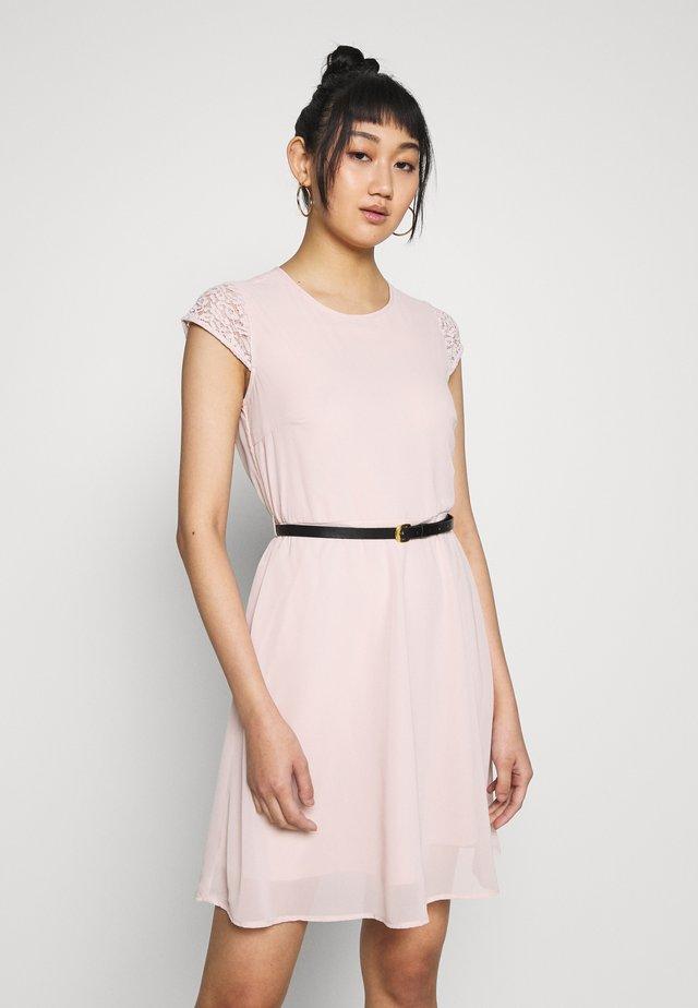 VMSTEPHANIE SHORT DRESS BELT - Vardagsklänning - sepia rose