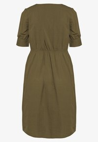 Vero Moda - VMKASSANDRA KNEE DRESS - Skjortekjole - ivy green - 1