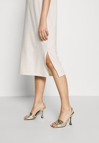 Vero Moda - VMKETTI CALF DRESS - Denní šaty - birch - 3