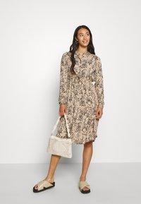 Vero Moda - VMKATE DRESS BELT - Paitamekko - beige - 1