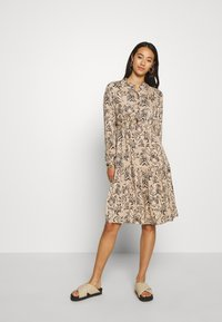 Vero Moda - VMKATE DRESS BELT - Paitamekko - beige - 0