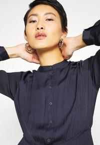 Vero Moda - VMKATE DRESS BELT - Shirt dress - night sky - 4