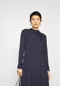 Vero Moda - VMKATE DRESS BELT - Shirt dress - night sky - 3