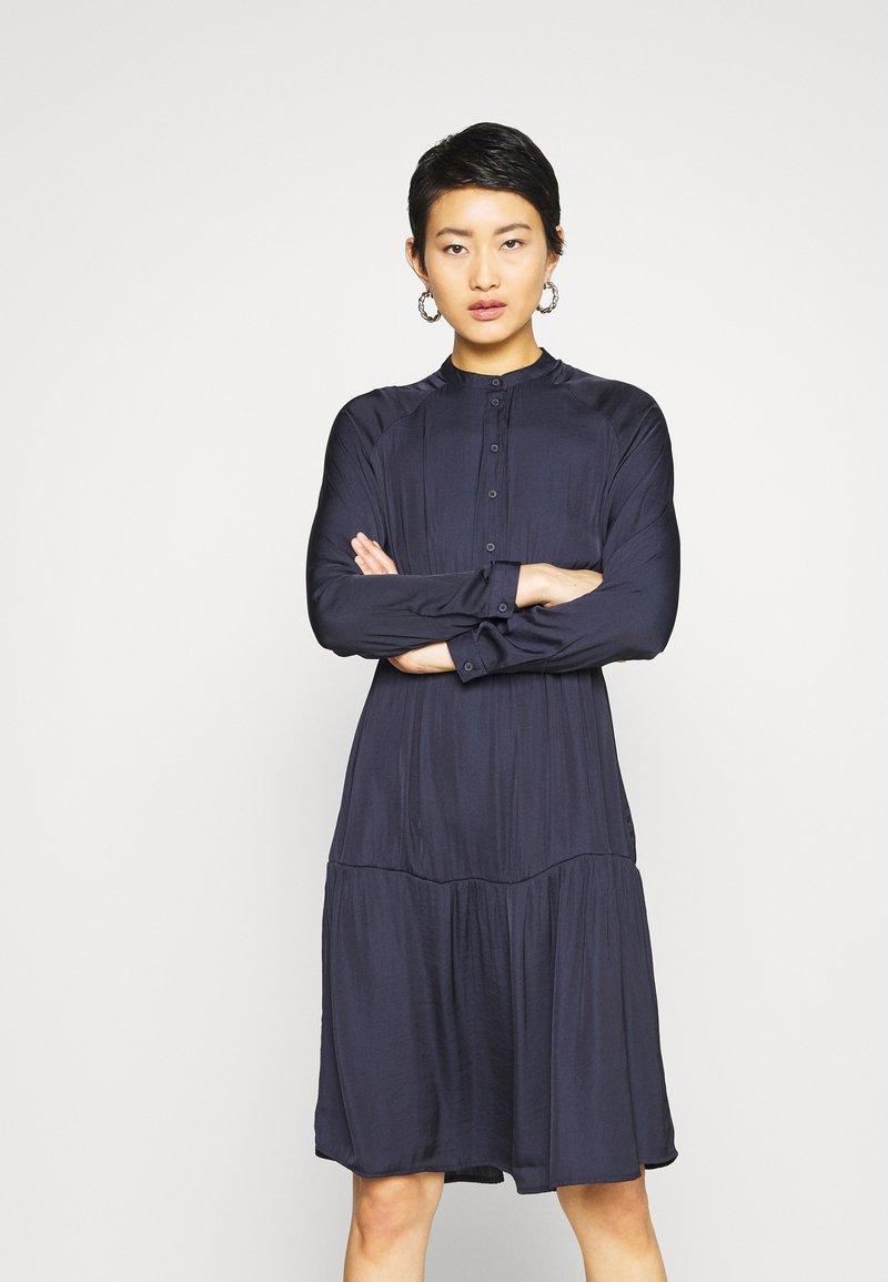 Vero Moda - VMKATE DRESS BELT - Shirt dress - night sky