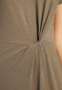 Vero Moda - VMAVA LULU ANCLE DRESS - Maxi-jurk - bungee - 6