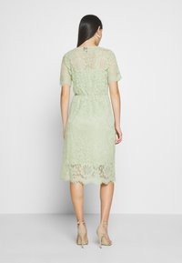 Vero Moda - VMSOFIE CALF  DRESS - Cocktailklänning - laurel green - 2