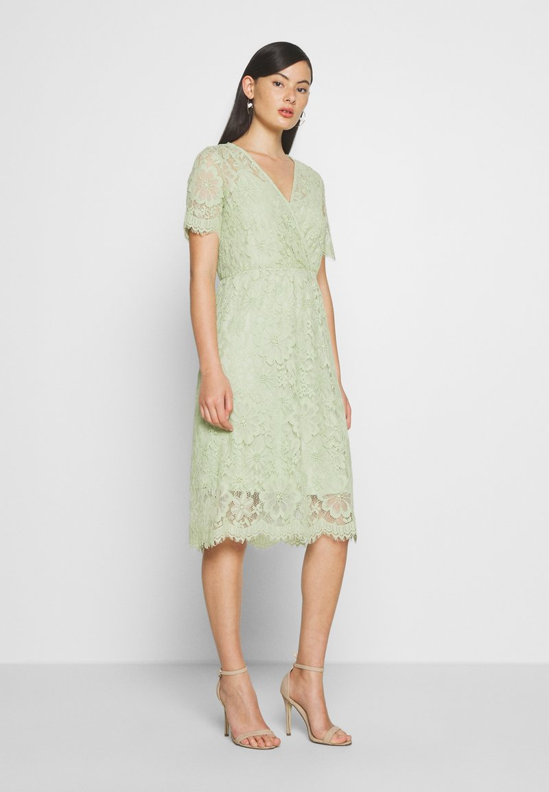 Vero Moda - VMSOFIE CALF  DRESS - Cocktailklänning - laurel green
