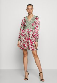 Vero Moda - VMJULIANNA SHORT DRESS - Day dress - laurel green/julianna - 2
