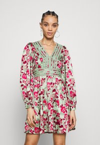 Vero Moda - VMJULIANNA SHORT DRESS - Day dress - laurel green/julianna - 0