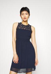 Vero Moda - VMVANESSA SHORT DRESS - Vestido de cóctel - night sky - 0