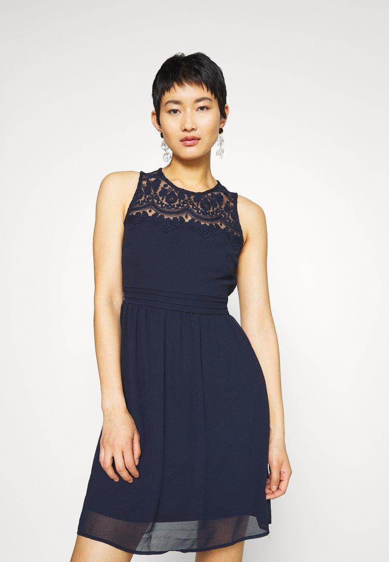 Vero Moda - VMVANESSA SHORT DRESS - Vestido de cóctel - night sky