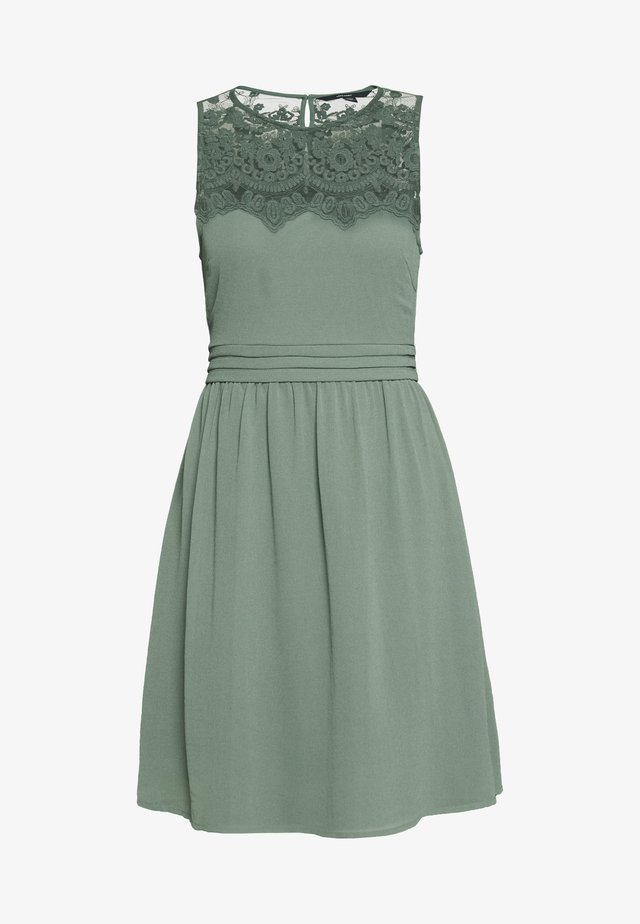 VMVANESSA SHORT DRESS - Cocktailklänning - laurel wreath