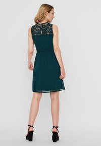 Vero Moda - VMVANESSA SHORT DRESS - Vestido de cóctel - ponderosa pine - 2