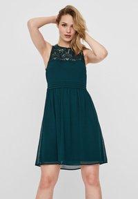 Vero Moda - VMVANESSA SHORT DRESS - Vestido de cóctel - ponderosa pine - 0