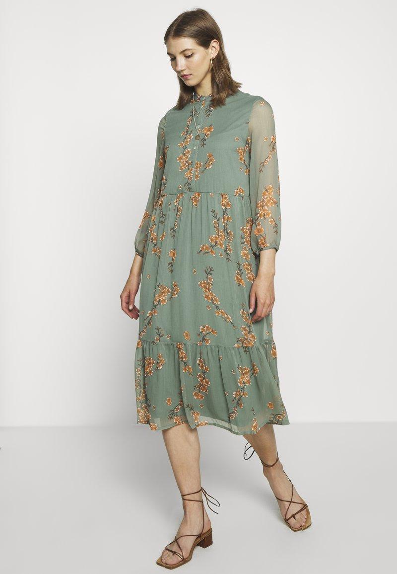 Vero Moda - VMWONDA CALF DRESS - Shirt dress - laurel wreath