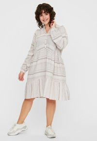 Vero Moda Curve - KLEID GESTREIFTES - Korte jurk - snow white - 1