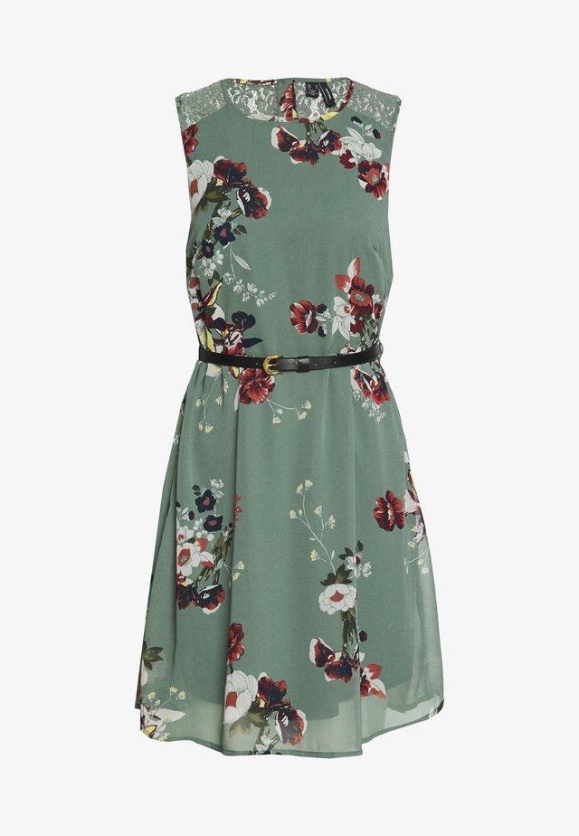 VMLOVELY SHORT DRESS - Kjole - laurel wreath