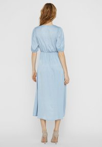 Vero Moda - MAXIKLEID V-AUSSCHNITT - Maxi-jurk - ashley blue - 2