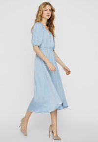 Vero Moda - MAXIKLEID V-AUSSCHNITT - Maxi-jurk - ashley blue - 3